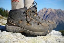 Выбираем обувь для треккинга: каким требованиям она должна соответствовать