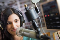 Что нужно, чтобы устроиться работать на радио: полезные советы