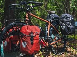 Разновидности водонепроницаемых велосумок для байкпакинга и их преимущества
